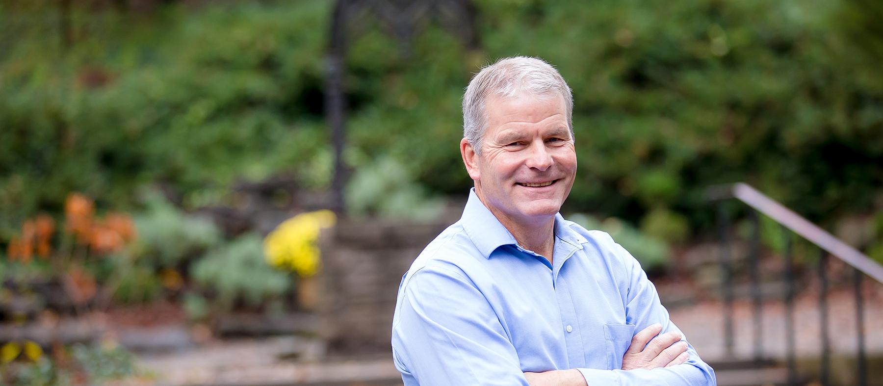 Header Portrait of Dr. Scott Stewart